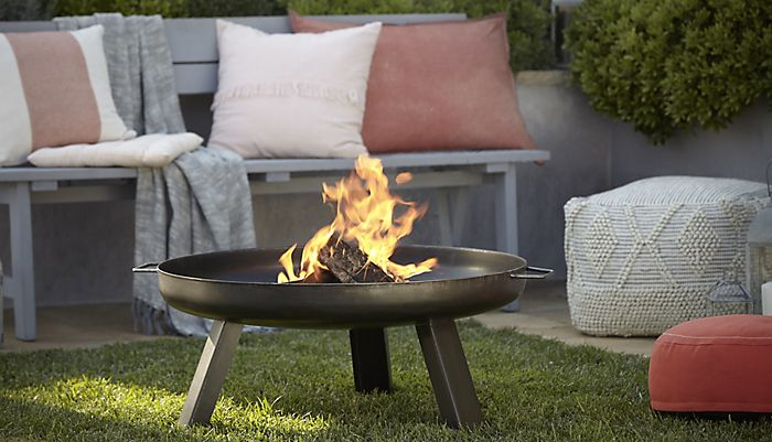 Blooma Manitan Steel Firepit with Rural garden furniture